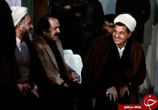در این مطلب تصویری کمیاب از آیت الله هاشمی در مراسم تنفیذ ریاست جمهوری را مشاهده ...