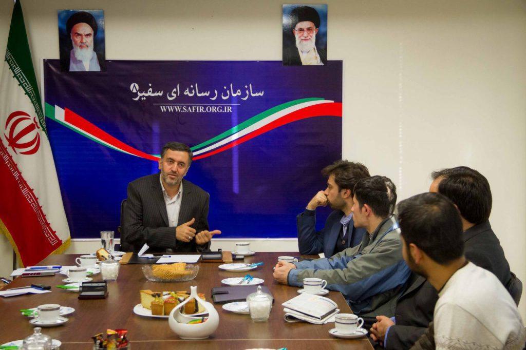 نشست کارشناسی رسانه با حضور عبدلله گنجی در محل سازمان سفیر برگزار ...